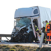 accident grav provocat in germania de un sofer de tir roman care se uita la filme pe mobil