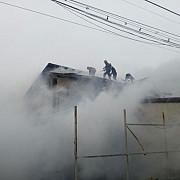incendiu puternic in ploiesti 23 de pompieri s-au luptat cu flacarile