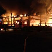 incendiu putenic la societatea de transport public din tulcea au ars 15 autobuze