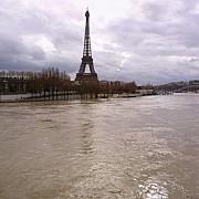 paris sena s-a revarsat nivelul fluviului ar putea ajunge sambata la 62 metri
