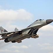 un avion de vanatoare rus a interceptat o aeronava americana ce zbura deasupra marii negre