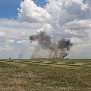 un mig-21 lancer s-a prabusit in timpul unui show aviatic la baza aeriana borcea pilotul in varsta de 36 de ani a murit- video