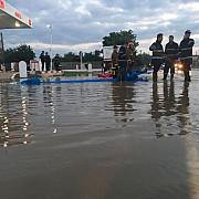 inundatiile blocheaza traficul la barcanesti in aceasta seara