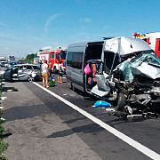opt romani intre care trei minori raniti in urma unui accident produs in austria