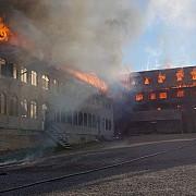 suceava incendiu de proportii la acoperisul chiliilor manastirii rosiori