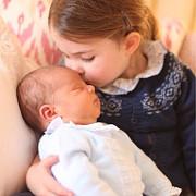 palatul kensington a facut publice imagini cu printul louis bebelusul printului william si al ducesei de cambridge