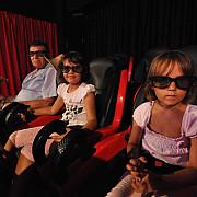 o mama singura cu doi copii acuza un cinematograf de discriminare dupa ce i-a fost refuzat un bilet family
