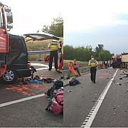 noua romani si-au pierdut viata intr-un accident rutier produs in ungaria dupa ce un microbuz s-a ciocnit frontal cu un camion