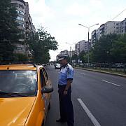 vorbesti la telefon in timp ce esti la volan politistii prahoveni ti-au pus gand rau video