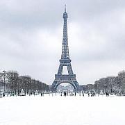 turnul eiffel a fost inchis duminica din cauza zapezii