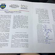 moment istoric in consiliul local ploiesti declaratia de reunire cu basarabia adoptata in unanimitate foto si video