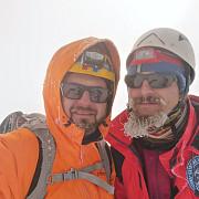 premiera romaneasca alpinistii radu albu si radu turta vor incerca escaladarea vf elbrus 5642 m cel mai inalt din europa