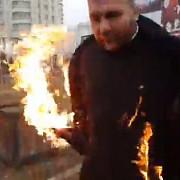 un preot si-a dat foc in fata catedralei mantuirii neamului chiar in timpul slujbei de sfintire