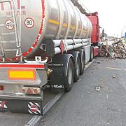 accident grav pe dn1d la ciorani trafic blocat o cisterna a intrat intr-o caruta