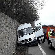 foto microbuz cu 19 persoane implicat intr-un accident pe dn1 la nistoresti 3 persoane ranite