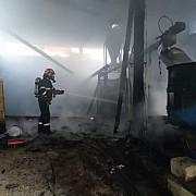 fotovideo incendiu la o fabrica de brichete si peleti din comarnic