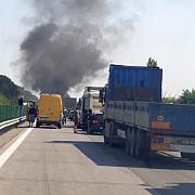 tragedii in drum spre litoral 7 autoturisme s-au ciocnit o masina a luat foc iar soferul a murit
