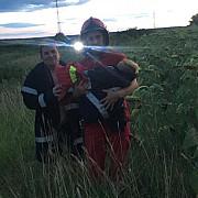 doi copii luati de viitura la filipestii de padure unul a fost salvat 300 de pompieri cauta al doilea copil