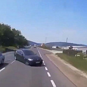 video bmw izbit in plin de un camion