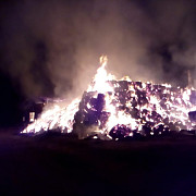 video incendiu violent la o ferma din baba ana au ars 100 tone de baloti din paie