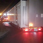 foto trafic blocat pe dn1 a de un transport agabaritic