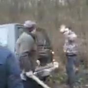 video prahova conflict cu topoare intr-o padure din zona comunei plopu