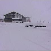 mii de turisti blocati in statiuni montane din austria din cauza riscului de avalanse
