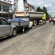 accident la valeni de munte soferului unui tir i s-a facut rau la volan si a avariat alte doua autovehicule