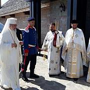 fotovideo patriarhul daniel la manastirea turnu din prahova peste 6000 de persoane prezente
