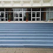 foto ca pe vremuri scarile de marmura ale casei sindicatelor din ploiesti vopsite pentru vizita presedintelui iohannis