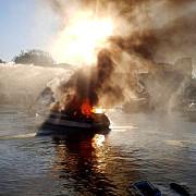 explozie puternica in portul tomis un iaht a fost cuprins de flacari