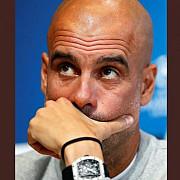 foto pep guardiola cu un milion de euro la mana