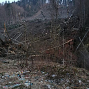 foto video alunecare de teren la azuga 20 de familii evacuate