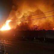 foto video incendiu puternic la o fabrica de saltele de la urlati 50 de persoane evacuate