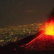 etna se trezeste explozii spectaculoase in cel mai mare vulcan al europei