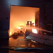 fotovideo incendiu puternic la ecoburn arde o hala de 4000mp