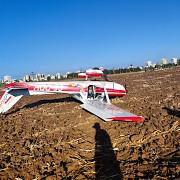un avion ultrausor a aterizat fortat la strejnic nimeni nu a fost ranit