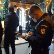 politistii bucuresteni au impartit amenzi de peste 70000 de lei duminica mai multor localuri care incalcau restrictiile pentru prevenirea raspandirii covid-19