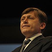 crin antonescu si vasile blaga s-au inscris in cursa din pnl pentru europarlamentare