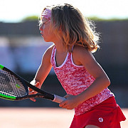 compania britanica zoe alexander specializata in fabricarea de imbracaminte de tenis pentru copii si-a mutat sediul in prahova