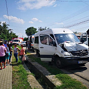 un microbuz implicat intr-un accident in prahova patru victime au ajuns la spital