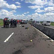 trei persoane ranite intr-un accident grav pe dn1 la baicoi un autoturism este rasturnat pe camp