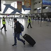 pasagerii de pe aeroportul heathrow acuza ca au stat duminica la cozi de pana la sapte ore