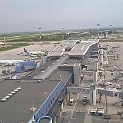 incident pe aeroporul timisoara un avion cargo a lovit cu aripa doi stalpi de iluminat