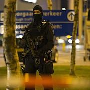amsterdam schimb de focuri masiv intre politisti si sapte persoane aseara dupa jefuirea unei utilitare care transporta aur si metale pretioase in valoare de 50 de milioane de euro