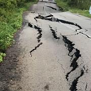 trafic oprit intre mioveni si stoenesti dn73d asfaltul s-a crapat si s-a denivelat pe o portiune de 150 de metri in urma ploilor din ultimele zile