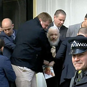 mesajul codat pe care julian assange l-a transmis in timp ce era arestat
