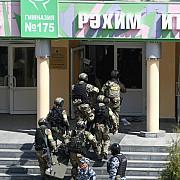 atac armat intr-o scoala din rusia in orasul kazan bilantul urca la 10 elevi si un profesor impuscati mortal totodata 16 persoane au fost spitalizate