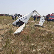 un avion de mici dimensiuni s-a prabusit in chitila doua persoane sunt in stare grava