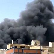 un avion cu aproape 100 de oameni la bord s-a prabusit intr-o zona rezidentiala din pakistan